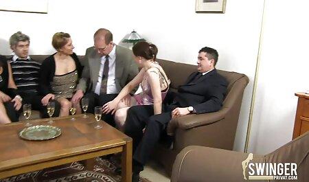 MILF mature offre au jeune mec une branlette film porno arabie rapide