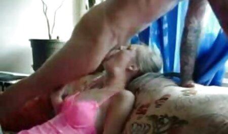 Wet film porno khaliji Beach Nymph s'étouffe sur une bite bien dure.mp4
