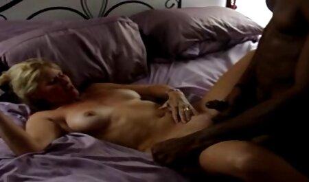 Riley Steele Scott Nails - Une blonde porno arabe camera qui renifle sa culotte devient excitée