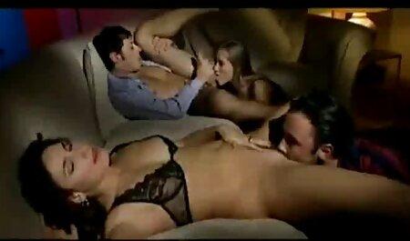 Brunette en lingerie rouge arab porno gratuit