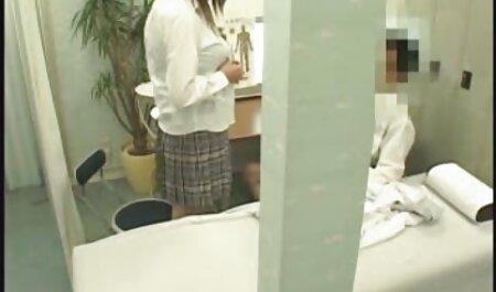La brune britannique Sophie Dee crache dessus et baise une bite film arabe x gratuit bien dure!