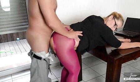 FMS Empire - Fille maigre étirant sa chatte serrée movie porno arab