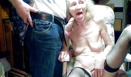 Deux lesbiennes blondes chaudes baisent film porno gratuit arabe sur un bateau