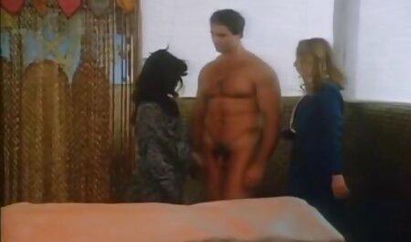 Une fille potelée fourre son trou du porno gratuit arab cul avec un plug. Gape pet.
