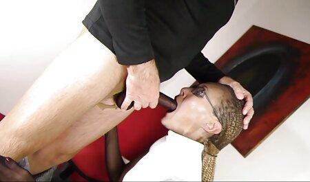 La milf chaude sexe xxx arabe chaude Julia Ann se douches en chemise moulante!